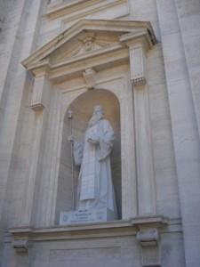 'n Beeld by St Pieter se basilika