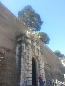 'n Deur op die grens tussen Vatikaanstad en Italië