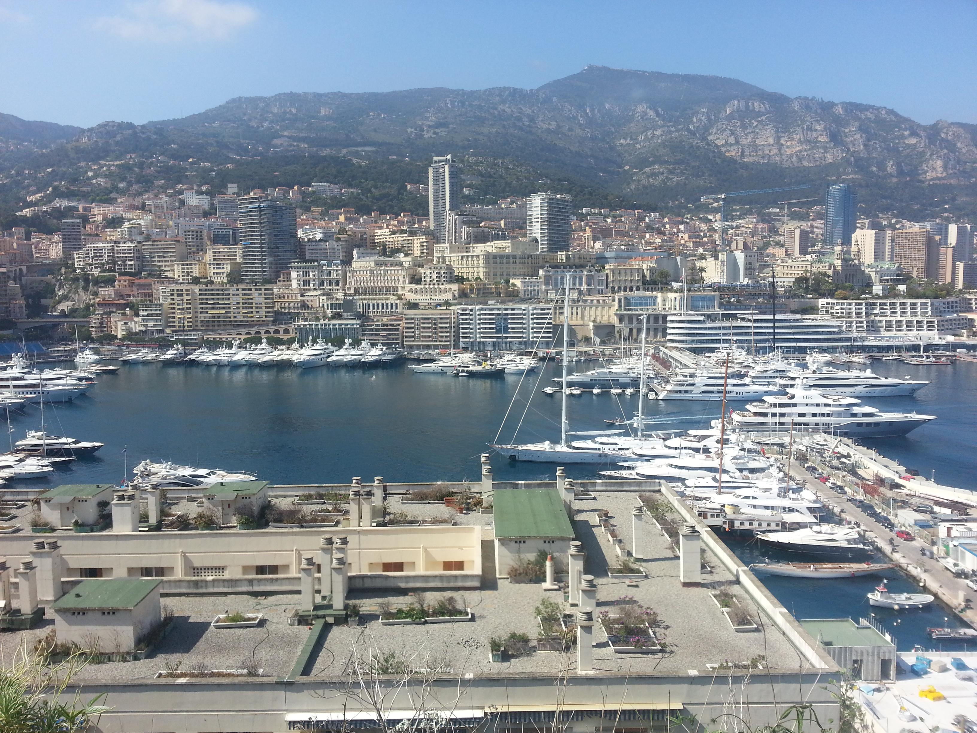 Die hawe van Monaco vol miljoenêre se seiljagte